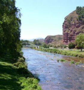 Najerilla Fluss und Felsen